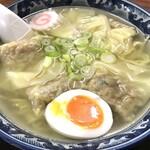 かねだ食堂 - 料理写真:塩ワンタン麺(注:メンマを切らしていて半熟卵で補填) 750円