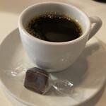 147969967 - 食後は名物のチョコ付きデミタスコーヒー。                       コレがやけにウマいし何か嬉しいんだわ。
