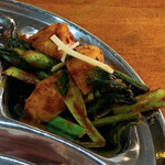 ピーパルツリー - タルカリ(野菜のスパイス炒め) ジャガイモと小松菜