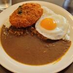 洋食屋クメキッチン - 料理写真:カレー+コロッケ+目玉焼