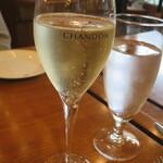 IL PINOLO LEVITA - 泡で乾杯!