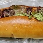 ブーランジェリーカキザワ - 料理写真:牛肉コロッケドッグ