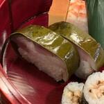 147980139 - 鯖姿寿司。