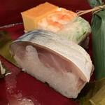147980166 - 鯖姿寿司。