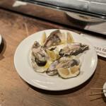 PIZZERIA NAPOLETANA CANTERA - 長崎県産五島列島の生牡蠣@580円