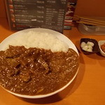 26号くるりんカレー - カレーと漬物