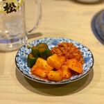 大衆 焼き肉ホルモン 大松 - キムチ盛り合わせ