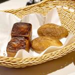 レストラン ラ・フォンテーヌ - パンは自家製