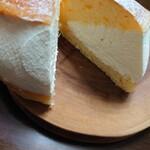 生クリーム専門店 Milk - マリトッツォ断面✨ブリオッシュは気泡ありの美味しいタイプ。生クリームも最後までしっかり〜♫
