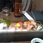 鮨隆 - ドライアイス付きの刺身盛り合わせ