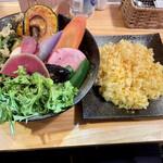 148005596 - チキンと鎌倉三浦16品目野菜のスープカレー 2021.02