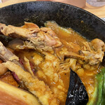 148005600 - チキンと鎌倉三浦16品目野菜のスープカレーのチキン 2021.02