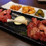 焼肉元太 - カルビ(890円)とハラミ()