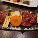 焼肉元太 - 近江牛イチボトランプの2種盛り(2300円くらい)