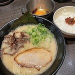 ひるがお - 朝ラーメン¥700(生卵 ご飯付)