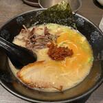 ひるがお - 朝ラーメン¥700(生卵 ご飯付) 辣油を投入