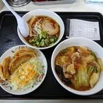 餃子の王将 - 令和2年2月 本日のランチ 中華丼+ミニラーメン+揚げ餃子 税込632円