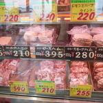 ヤスヒロ精肉店 - 加工肉のコーナー