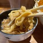 火の豚 - 【再訪】別皿アブラに麺をつけて食べると相当うまい!!!