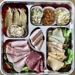 148029576 - 自家製ハムと前菜の盛り合せハーフ&ハーフ2,700円