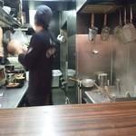 神虎 - 厨房は忙しそうなのだ。