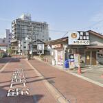 ワンズ ホーム - 割引きになる駐車場タイガーパーキング。横断歩道が見える左側がお店