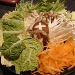 水炊き風もつ鍋 もつ彦 - 野菜盛り
