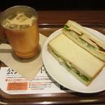 上島珈琲店 - 胡麻ポテト&チキンのサンドモーニングセット 490円
