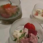 Vino Bar Due - ガラスのお重 3段です。前菜です。