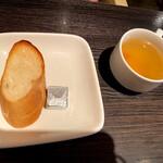 FRAMES - ランチパスタにつくパンとスープ