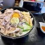 豚や - 釜玉うどん黒 熱盛り+生姜