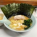 ラーメン屋 けん - 料理写真:醤油ラーメン(並) 680円+トッピング のり100円