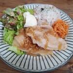 コーラル カフェ - 日替わりプレートの生姜焼き