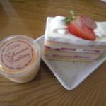 14807355 - プリンとショートケーキ