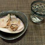 寿しの勘一 - 蛤の塩焼き。日本酒は白隠正宗