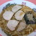 北京亭 - 料理写真:醤油ラーメン(750円)