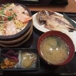 Uomori - 選べるミニ丼と選べるおかずセット(炙りサーモン丼、アジ)