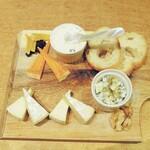 魚deバール ウオチカ。 - チーズ4種盛