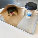 川間食堂 - 京風きつねのライスバーガー&ブレンドコーヒー S