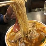 ラーメン 天風 - パパのリフト〜あとからテーブル唐辛子味噌で 辛さUPさせてました。