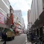 竹浜 - 店の前の通り