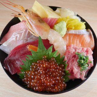 【やまとのランチ】握りランチ970円(税込)~海鮮丼もご用意