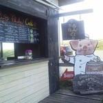 ピッグフルークカフェ - 豚の看板が素敵な店頭