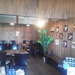 ピッグフルークカフェ - こちらは店内のテーブル席