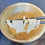 53's ヌードル - 鯛の風味たっぷりのスープ