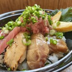 148116091 - 鮪三昧丼(本鮪中トロ、本鮪赤身、キハダ鮪たたき、鮪漬け炙り、鮪すき身)