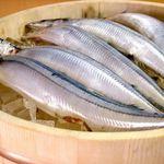 御酒処 まいど屋 - 秋刀魚(焼き/刺身) 秋刀魚の季節がやってきました!おおぶりの秋刀魚をリーズナブルに!炭焼きが香ばしく美味しい。 450円/600円