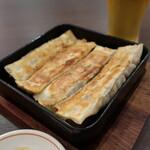 本場中華食堂 味道 - 鉄板棒餃子5個(500円+税)