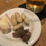 UZU - おつまみセット、砂肝の山椒和えが逸品