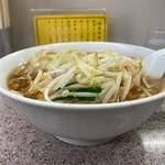 Kiraku - もやしワンタン麺950円